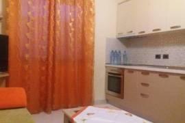 Apartament me qera prane shkolles Petro Nini, Qera