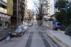 Ambjent biznesi me qera ne zonen e Bllokut, Tirane, Qera