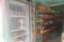 Dyqan per shitje ne fillim te rruges Ali Demi