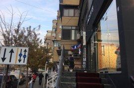 Shitet Dyqan 35 m2-Rr.Mihal Grameno mbi BKT Tirane
