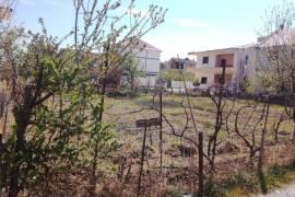 Shitet tokë në një zonë industriale në Kamëz., Agrare