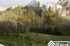 Apartament me qera, pamje nga Kopeshti Botanik