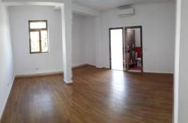 Amb 4+1+4WC (135 m2) ne BLLOK, per Zyra Dyqane etj, Qera