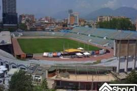 shitet lokal tek stadiumi Qemal Stafa