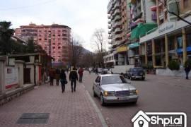 jepet me qera ne bllok lokal, Tirana