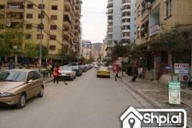 "Shitet Dyqan ""Komuna e Parisit, Tirana"