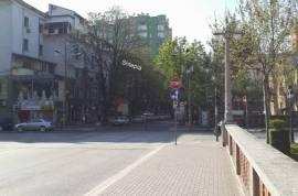 SHITET DYQAN NE BLLOK , NJE NGA RRUGET ME TE MIRA, Tirana