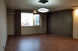 Jepet me Qera| Ambient biznesi 75 m2, 600 euro, Qera