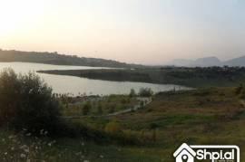 Toke per ndertim te Liqeni i Farkes