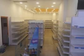 Jepet ambjent Super Market me qera te Malaziani, Qera
