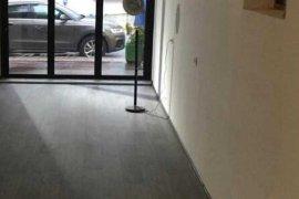 Amb Open Space 65 m2 Buze rruge ne Bllok, Qera