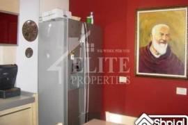 Shitet apartament 3+1 prane Gardes se Republikes