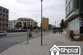 Perball Hotel-Mondial shitet apartament 2+1, Shitje, Tirana