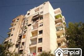 Afer pallatet Cabej shitet 1+1, Shitje, Tirana