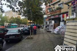 Okazion Perballe Tregut Te Medresese Shitet Dyqan, Tirana