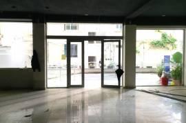 Ambient komercial me qera prane Bllokut, Qera