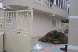 QERA |Vile tre-kateshe 472 m2 , 1500 euro V.Shanto, Affitto