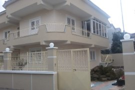 Qera |Vile tre-kateshe  472 m2  1500 euro V.Shanto, Qera