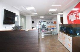 Ambient zyre me qira ne Qender te Tiranes, Affitto