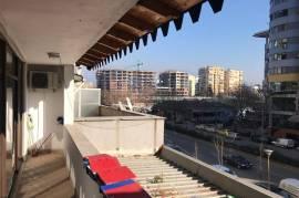 Ambjente zyrash, Tirana