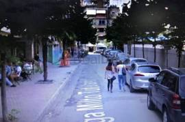 OKAZION!!! Shitet Dyqan 60 m2 Tek Juridiku, Tirana