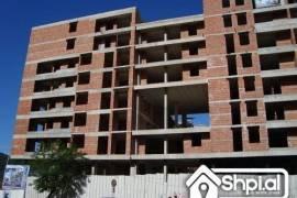Mbrapa Globes shitet apartament 1+1 2+1 kleringu, Shitje, Tirana