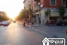 Rruga Fortuzit shitet dyqan me hipotek, Tirana