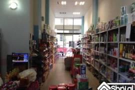 Shitet dyqan me sip.80 m2, Fieri