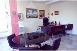 Ambjent zyre me qera ne zonen e Bllokut ne Tirane, Ενοικίαση